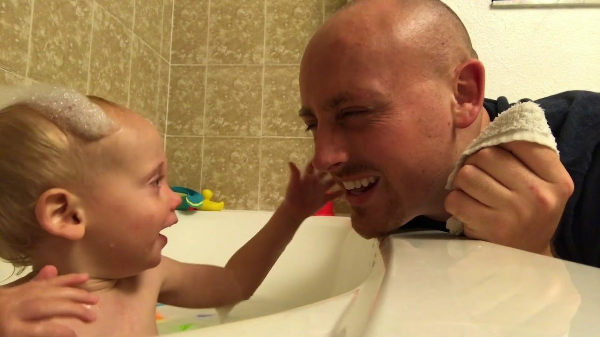 Jack playing with bubbles in the tub [VIDEO]
